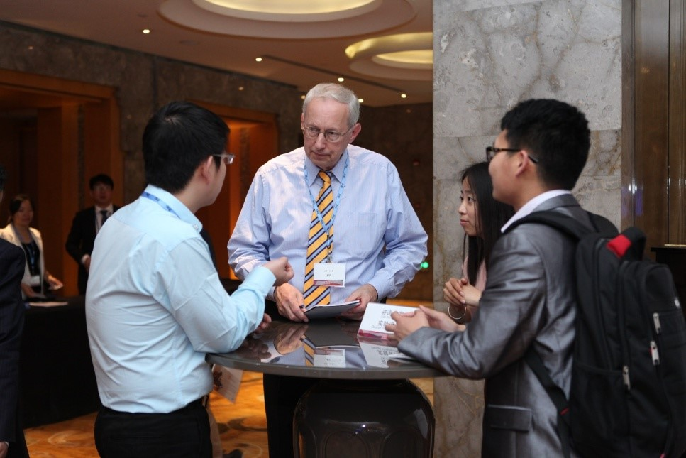 "JMP creator John Sall helps answers questions at the ""Ask the Experts"" area at Discovery Summit China."