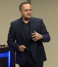 Plenary - Alberto Cairo - How Charts Lie and How They …